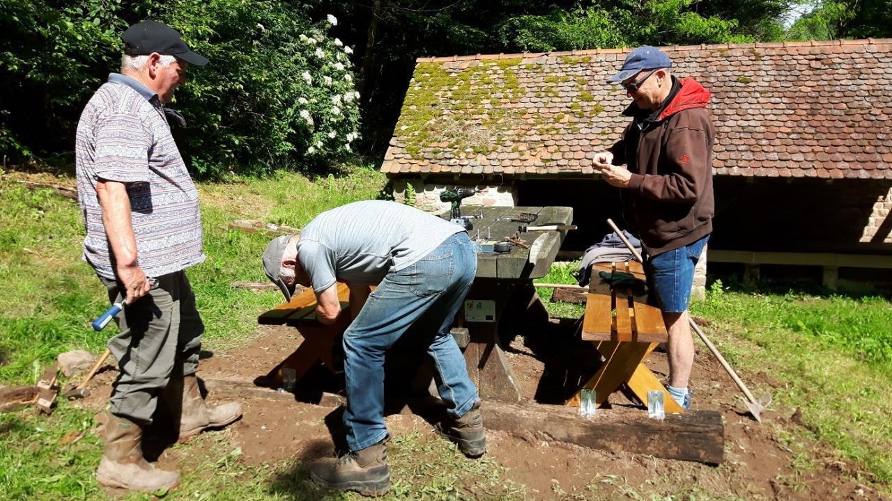 Deux nouveaux bancs au lavoir du Brunnenthal