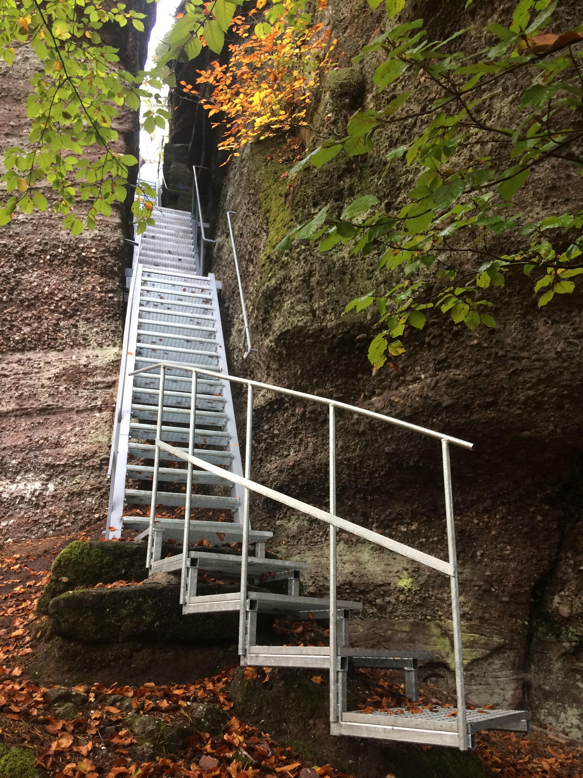 Escalier rénové au Rocher du Petit Moulin