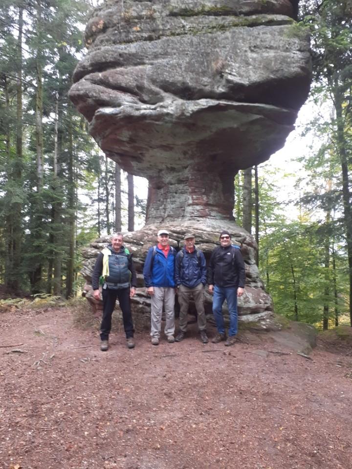 Les hommes au rocher du calice