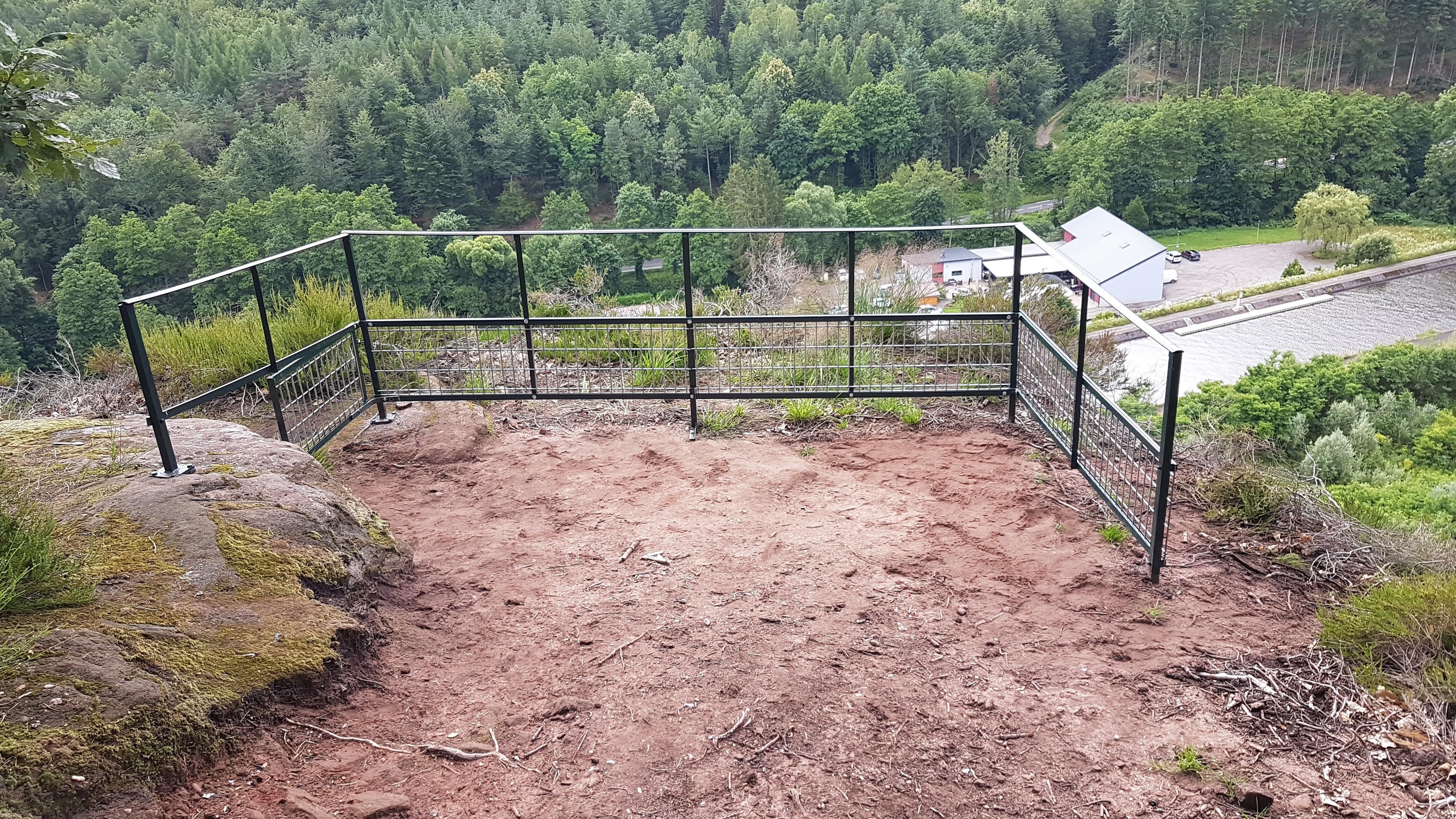 On sécurise le  rocher du corbeau à Henridorff