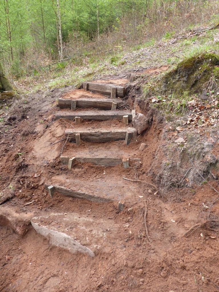 Mise en place de marches dans la descente du Grundthal