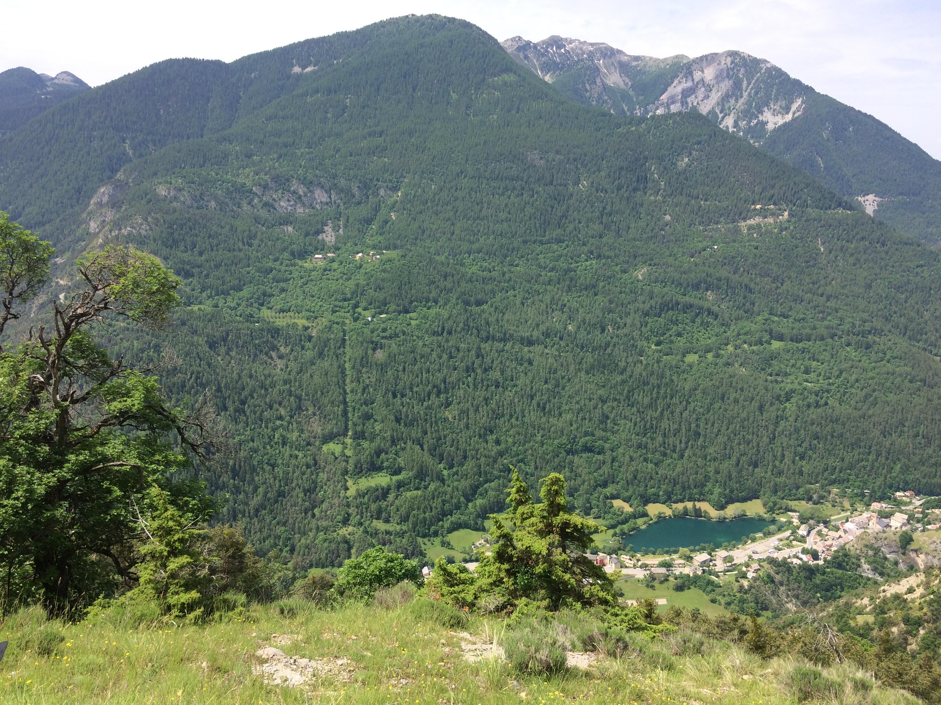 Point de vue panoramique sur lac du village Le Lauzet sur Ubaye