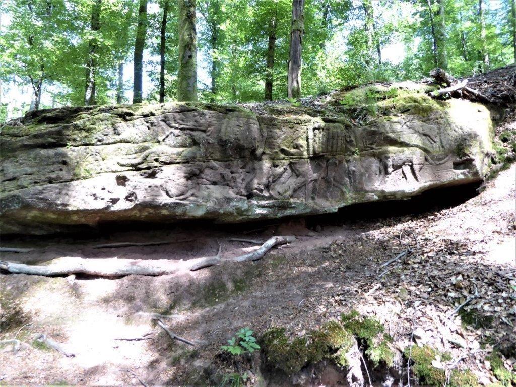 Rocher sculpté à la source st Hubert
